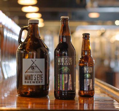 Imagem de garrafas e rótulos de cervejas artesanais